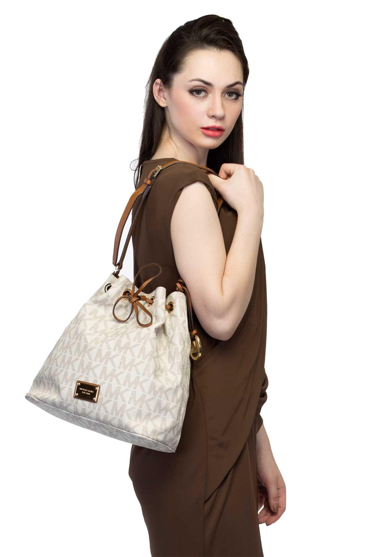 d3e8029918648e ... Michael Kors bags Drewstring Shoulder Bag Vanilla handbag for rent